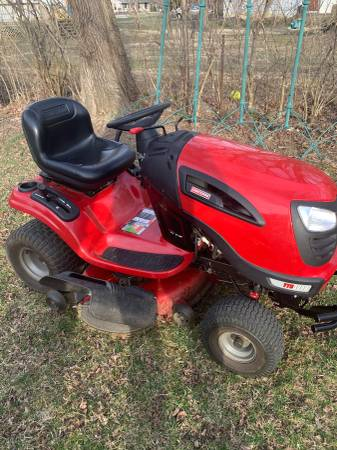 Photo Craftsman Riding Mower - $525 (Westerville)