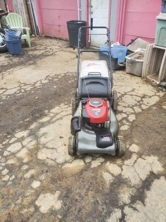 Photo Craftsman self propelled lawn mower - $145 (Near hudson and joyce)