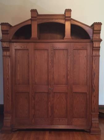 Photo Custom-built TV entertainment armoire - $5,900 (CHARDON)
