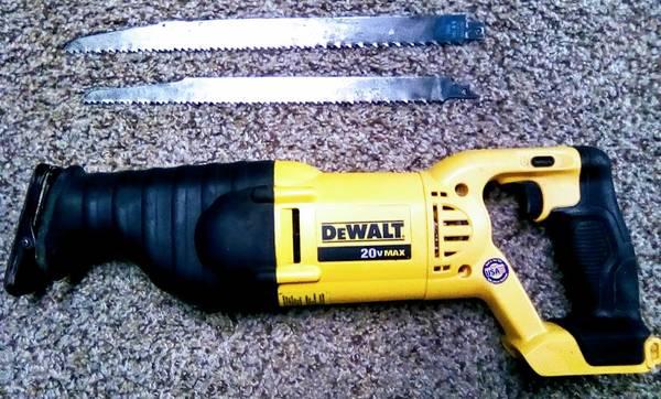Photo DEWALT SawZall reciprocating saw Tool Only - $80 (Bellefontaine)