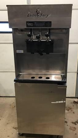 Photo Electro-Freeze soft serve ice cream machine