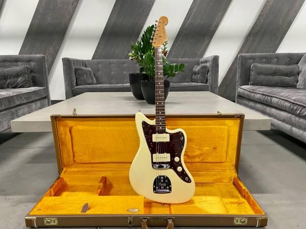 Photo Fender American Vintage 62 AVRI Jazzmaster 2001 Nitro Olympic White - $2,190 (Columbus)