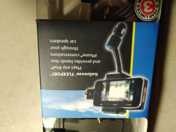 Photo GO groove Flex Port by- Plays any ipod  hands free iphone Conversat - $19 (Columbus)