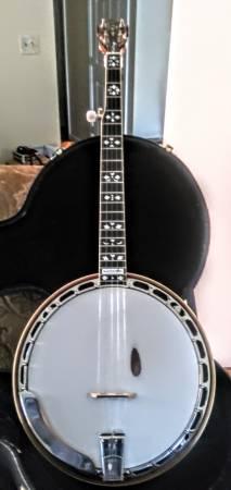 Photo Gibson banjo Earl Scruggs - $3,600