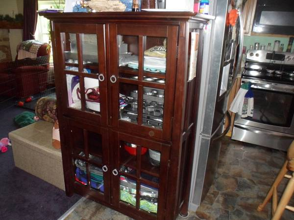 Photo Glass front cabinet - $145 (tarlton)