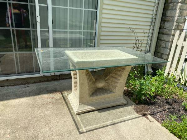 Photo Glass top patio table- obo - $175