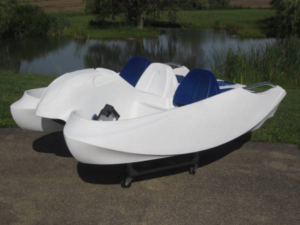 Photo Paddle Boat Extra Large Great for Fishing - $799 (Mount Vernon)