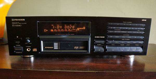 Photo Pioneer PD-M640 6 Disk CD Player - $70 (Cus)