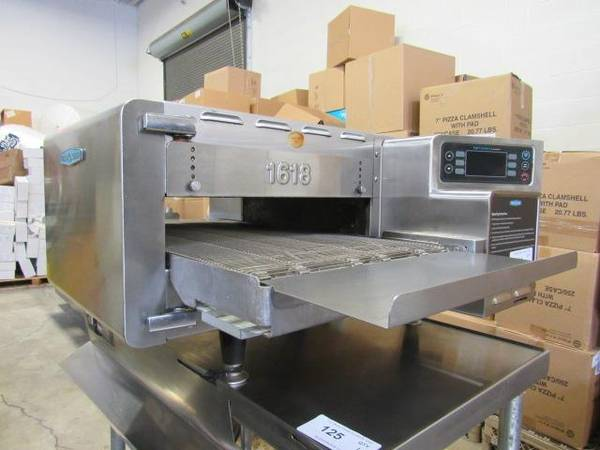 Photo Restaurant Equipment Auction Refrigeration, Fryers, Smallwares (CLEVELAND)