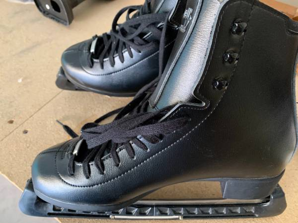 Photo Riedell Emerald ice skates - $50 (Upper Arlington)