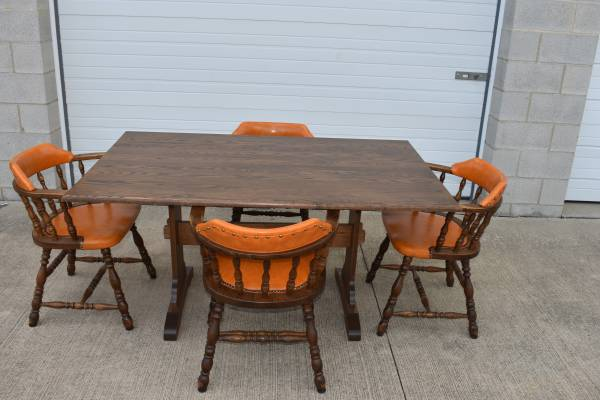 Photo Solid Oak Dining Set(delivery available) - $200 (Mansfield)