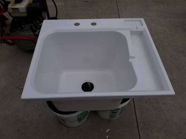 Photo Utility Sink NEW - $15 (London)