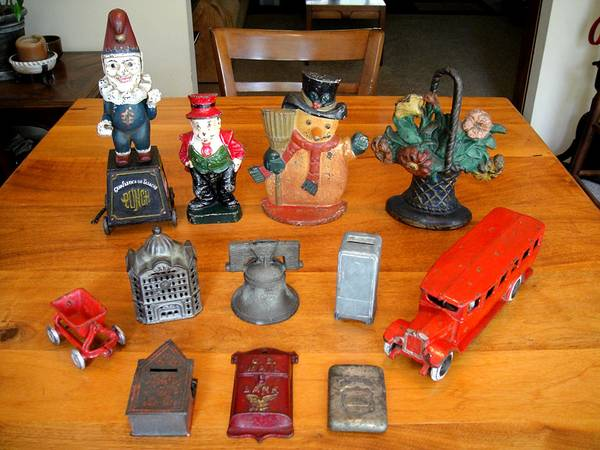 Photo Vintage Assorted Cast Iron Collectibles (North Cols.)