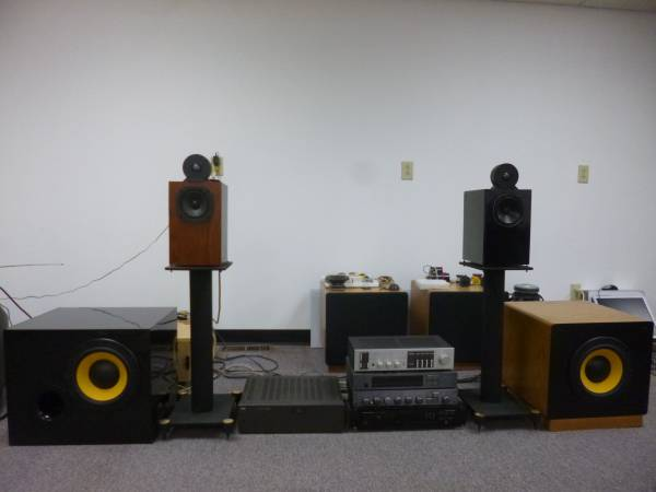 Photo Woofers, mids, tweeters, cabinets, car audio - $1 (Col, Kettering)