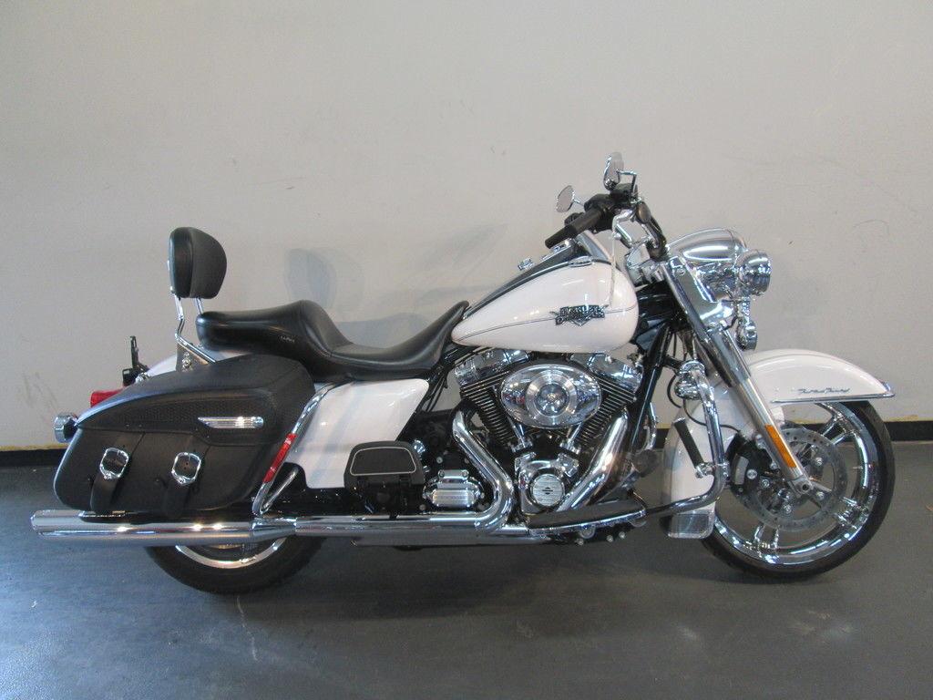 Photo 2012 Harley-Davidsonxc2xae FLHRC - Road Kingxc2xae Classic $13990
