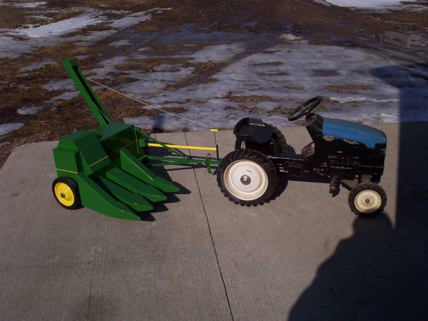 Photo pedal tractor - $675