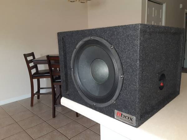 Photo 10 inch Subwoofer with Box - $100 (Columbus)