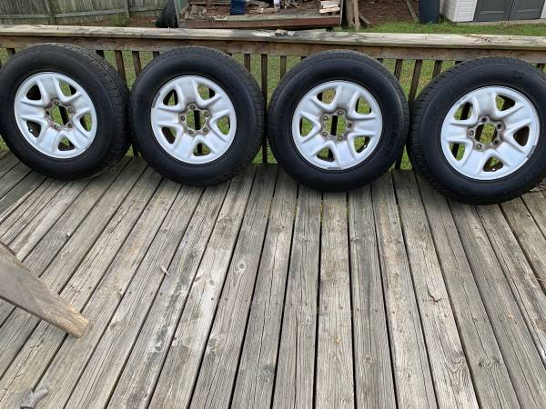 Photo 18 OE Tundra wheels with General Grabber tires - $350 (Columbus)