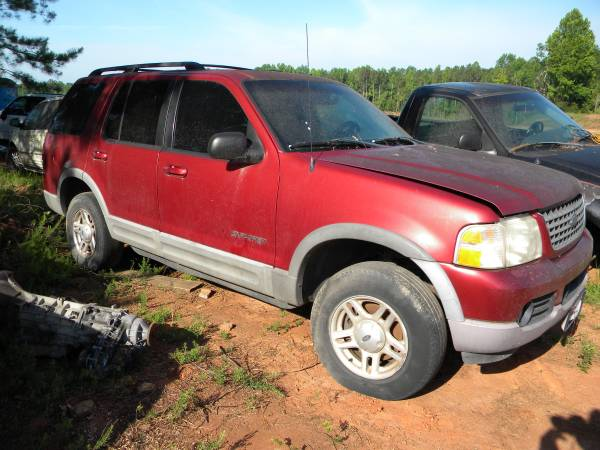 Photo 2003 Ford Explorer 4x4 Parts Parting out. Motor was v8. Good body part - $1 (harris county)