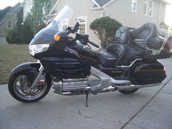 Photo 2008 Honda Gold Wing GL1800 9608k miles 0 problem private owner - $12,800 (Atlanta)