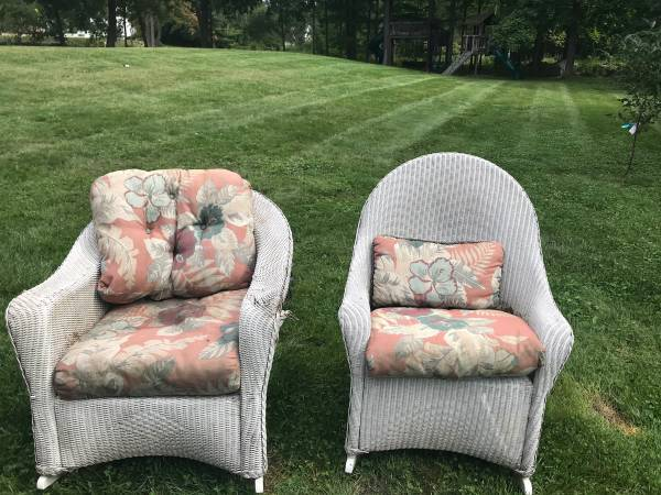 Photo 2 white wicker chairs with cushions for free (columbus)
