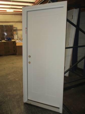 Photo 32quot Right Hand Craftsman Style Fiberglass Exterior Door- NEW - $120 (ColumbusFortson)
