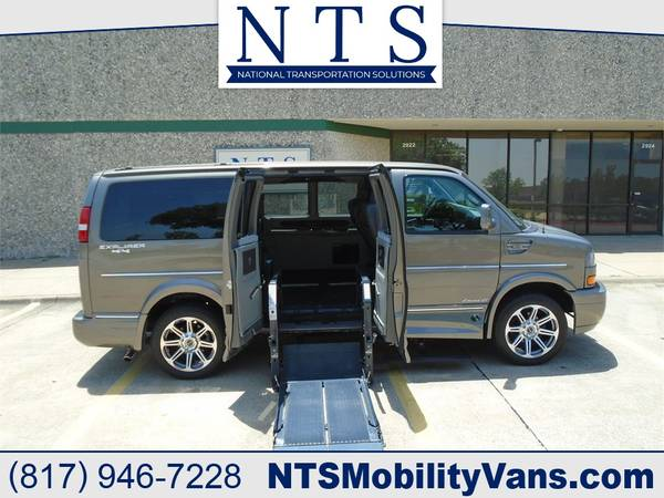 Photo 4X4 17 GMC SAVANA EXPLORER ROLLX WHEELCHAIR HANDICAP MOBILITY LIFT VAN - $72,500 (Irving, TX)