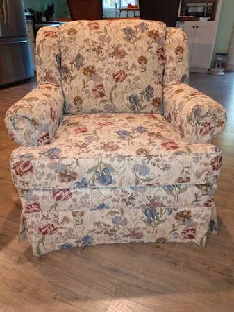 Photo CHAIR...comfortable, good support, perfect. USA made  - $95 (lagrange)