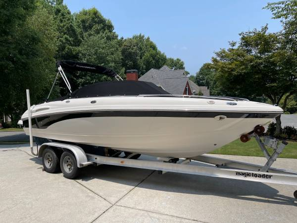 Photo Chaparral SSI 220 - 22 foot bow rider - $25,500 (Woodstock)