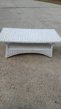 Photo Coffee table -white wicker - $65 (Joey39s Thrift Mall)