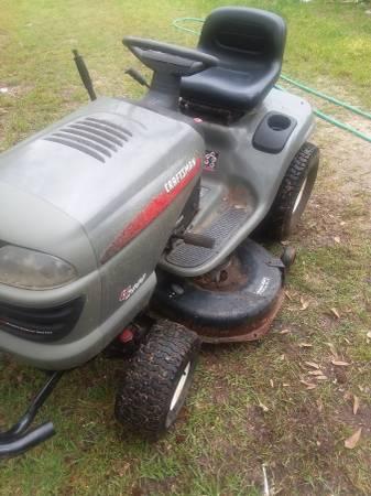 Photo Craftsman riding mower Kohler 17 horsepower engine Commando Runza cut - $600 (Phenix City Alabama)