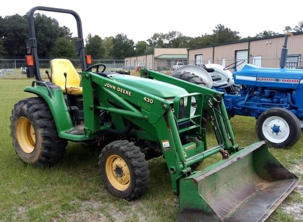 Photo JOHN DEERE 4310 FARM YARD GARDEN TRACTOR WITH LOADER AND BUCKET - $16,500 (VALDOSTA)