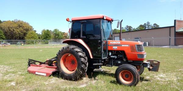 Photo KUBOTA M4900 TRACTOR WITH CAB FOR FARMING LANDSCAPE FORESTRY GARDEN - $18,500 (VALDOSTA)