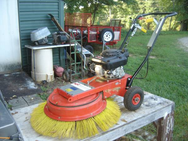 Photo Pave Tech TB-902-HORL Walk Behind Sweeper Poly 36quot Broom Honda Gas 5 H - $800 (Gainesville)