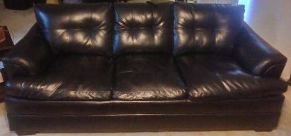 Photo Real leather Couch and love seat Also comes with two brand new ls - $350 (Columbus)