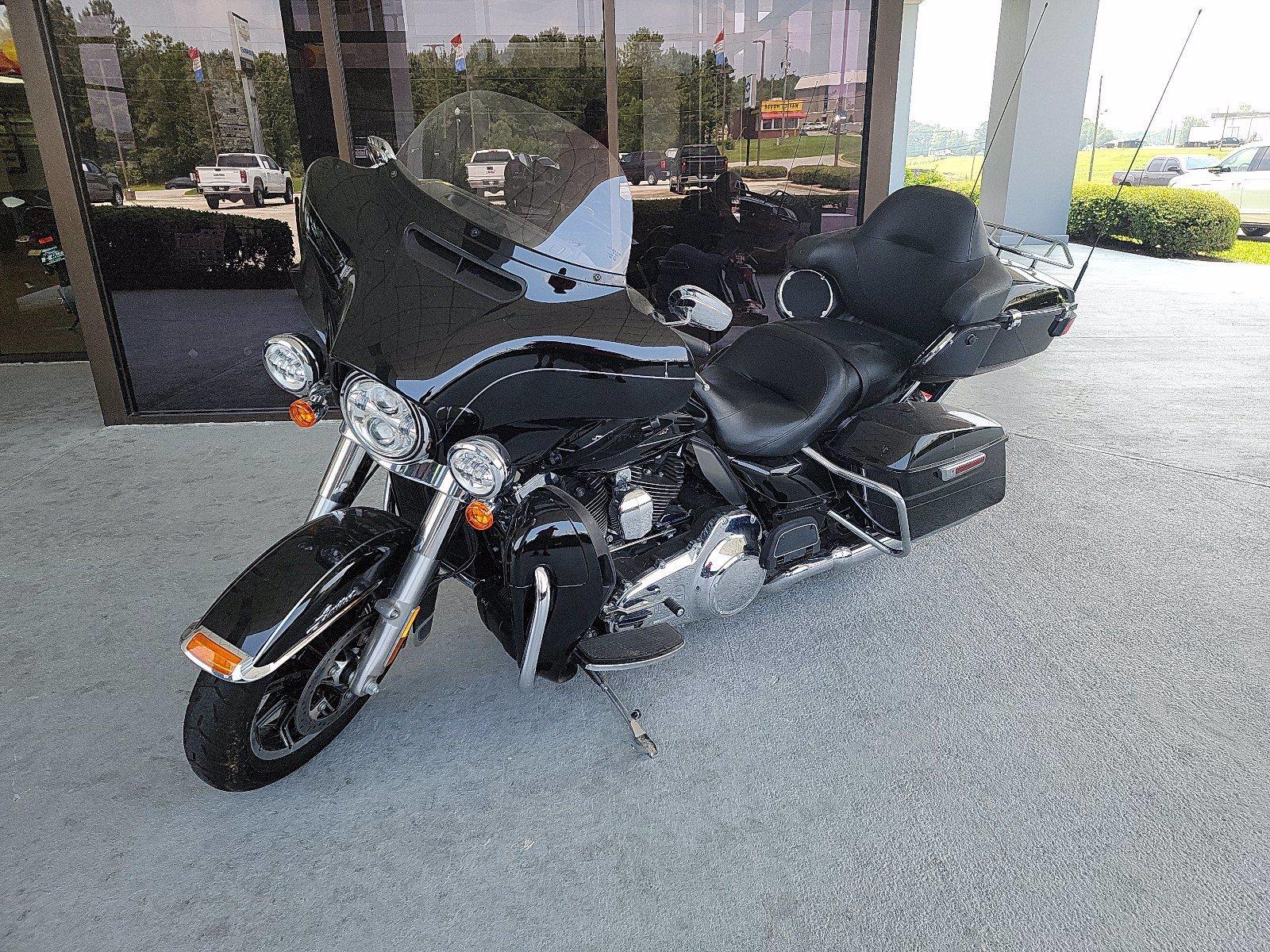 Photo Used 2016 Harley Davison Cruiser Motorcycle  $17995