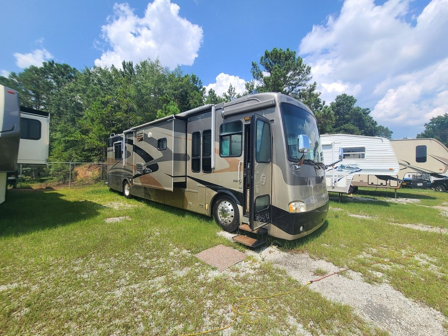 Photo Used 2005 Tiffin Motorhomes Class A RV  $77000