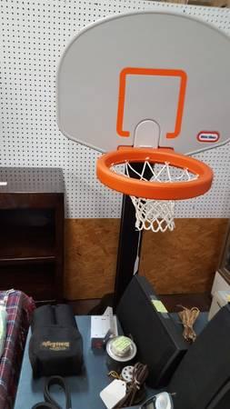 Photo little tikes basketball goal - $20 (Joey39s Thrift Mall)