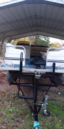 Photo 1999 STARCRAFT 20 FT PONTOON BOAT WITH A 2002 50 HP MERCURY - $6,500 (maryville)
