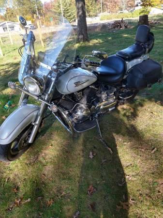 Photo 2005 Yamaha V Star 1100 - $4,500 (Branch, Michigan)