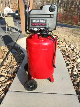 Photo 20 Gallon Craftsman Air Compressor - $100 (Kodak)