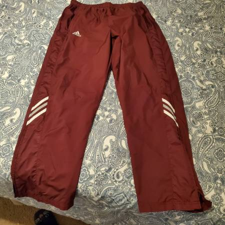 Photo Adidas polyester running pants - $15 (HENDERSONVILLE)