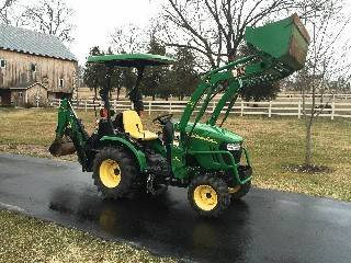 Photo JOHN DEERE 2320FARM YARD GARDEN TRACTOR WITH LOADER AND BUCKET - - $1,000 (cookeville)