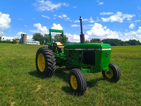 Photo John Deere 2940 Tractor - $9,000 (Bluff City)