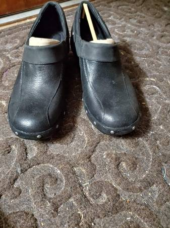 Photo Merrell black shoes. Slip on. Very comfortable. Can wear all day. Excellent shap - $30 (Knoxville)