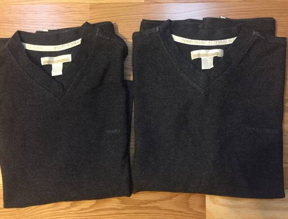 Photo Two Perry Ellis knit v-neck short sleeve shirts men39s lg ($12 for 2) - $12 (knoxville)