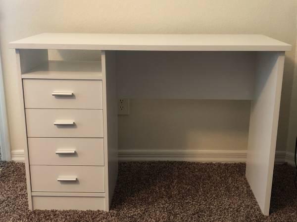 Photo White desk - $100