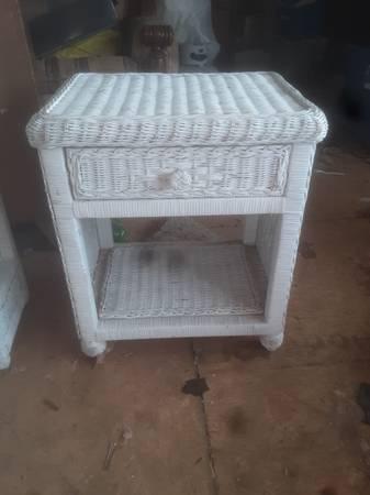 Photo White wicker nightstand - $125 (Baxter)