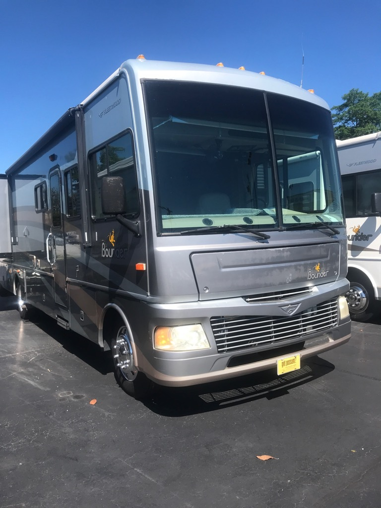 Photo Used 2006 Fleetwood Class A RV  $44900