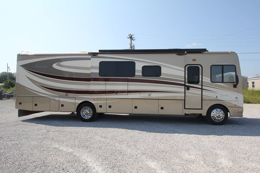 Photo Used 2017 Fleetwood Class A RV  $119995